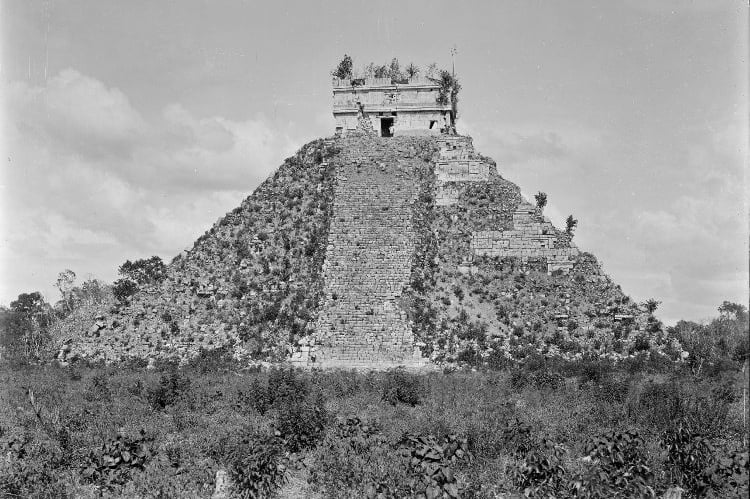 Kukulcán Pyramid is a physical manifestación of the Maya calendar. Each of the four sides of the pyramid have exactly 91 steps wich represents days. . www.meridagaytours.com/chichen-itza .  #meridagaytours #chichenitza #kukulcan #newsevenwondersoftheworld #maya #mayanworld #yucatan #yucatanpeninsula #gayMérida #gayCancun #gayMexico #gayUSA #gayCanada #gayAustralia #gayEurope #gayChina #gaytravel #gaytour #gaytrip #gaytravelers #gaytravelinsta #gaytraveller #travel #beautifuldestinations #instatravel  #gaysofinstagram #instagay #gayworld #visityucatan