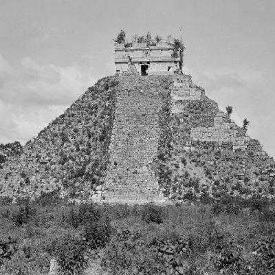 Ancient-Chichen-Itza-2.jpg