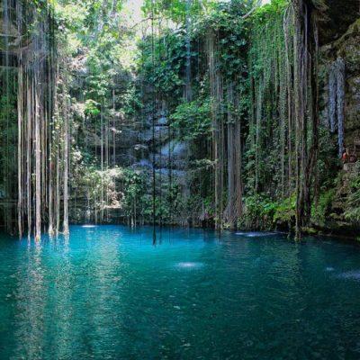 Cenote-Ik-Kil-Yucatan-Mexico.jpg